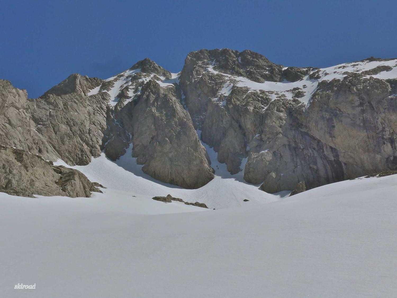 Il y a deux alpinistes qui tente le Couloir W du Gélas.