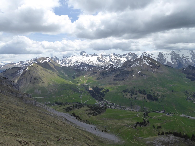 la vallée et la chîne des Aravis, vue depuis passage du Buclon - Tour du Jalouvre