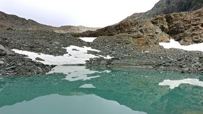 Lac Supérieur de la Pointe de Rollin En arrière plan Passage du Plateau Rose