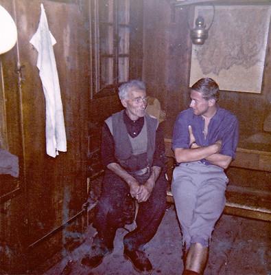 Le gardien Louis Dumoulin et le guide Marcel Demont descendant des premiers gardiens